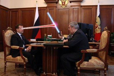 Медведев поговорил с новосибирским губернатором в Кремле